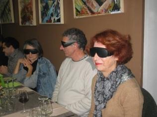 Spectateurs plongés dans le noir lors d'une lecture